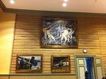 Otavan opiston pääsalin seinää klassiset maalaukset
